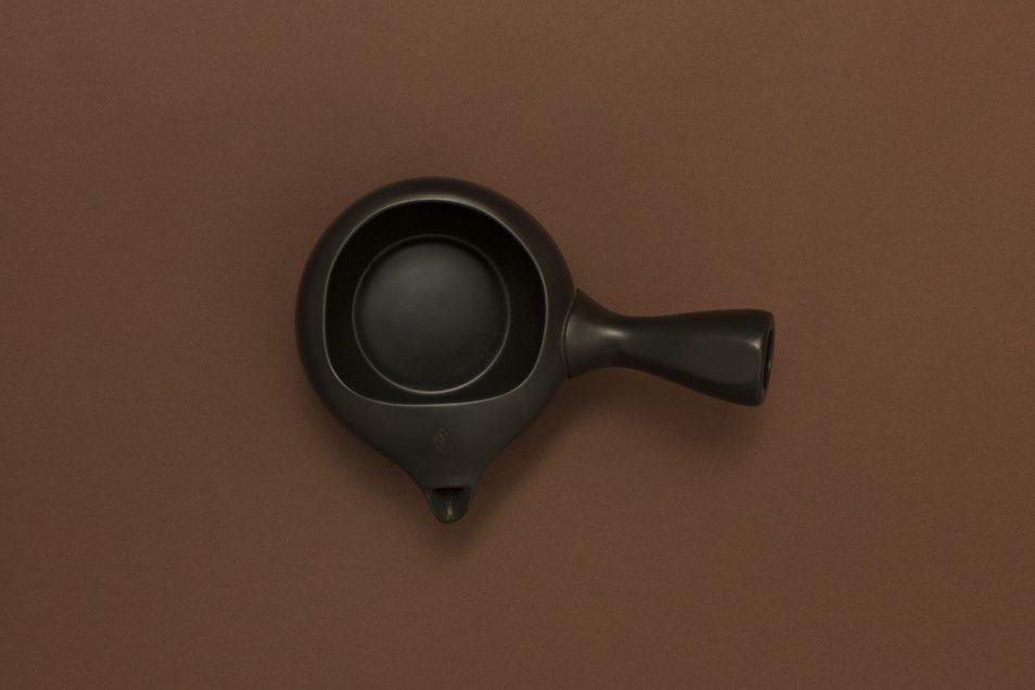 Isshin Den Haag / The Hague: Shop - Japanese - Green Tea - Tokoname Yaki Teapot: dark brown