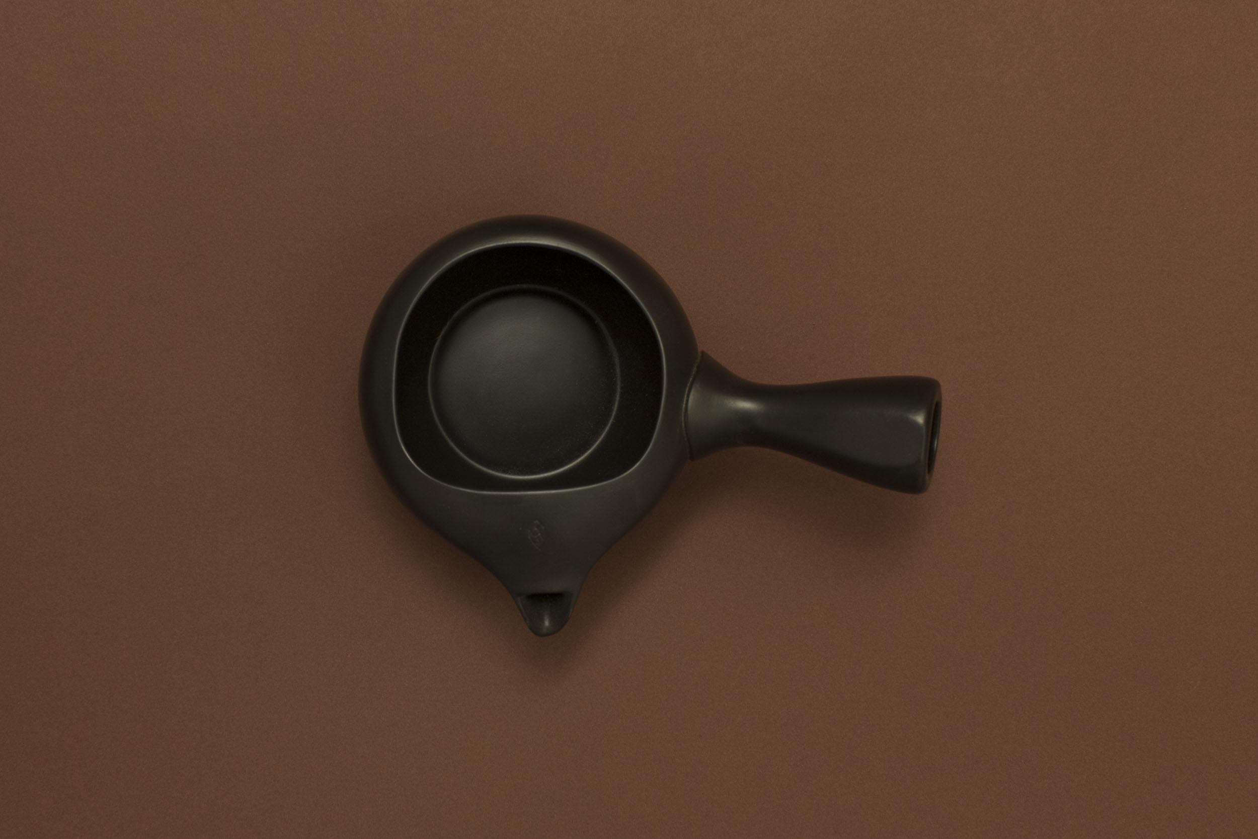 Tokoname Yaki Teapot (dark brown)